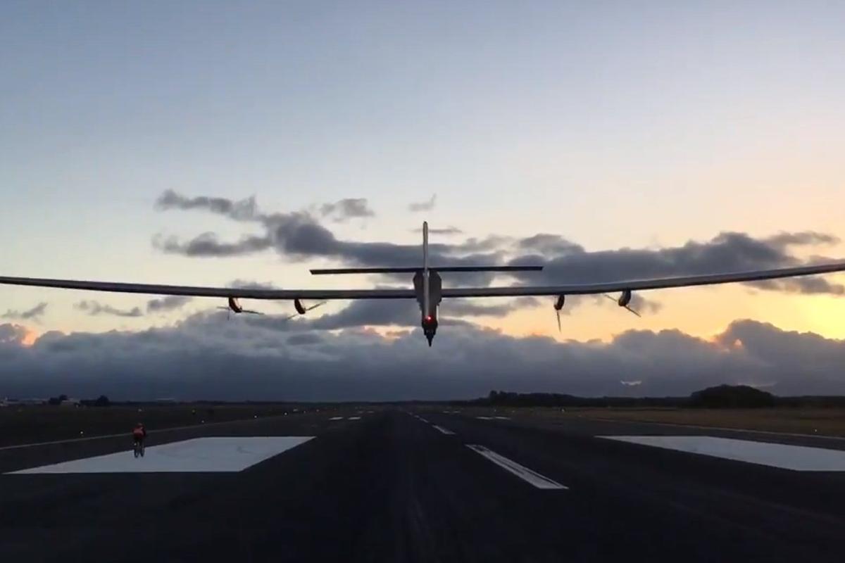 Solar Impulse takes off from Hawaii
