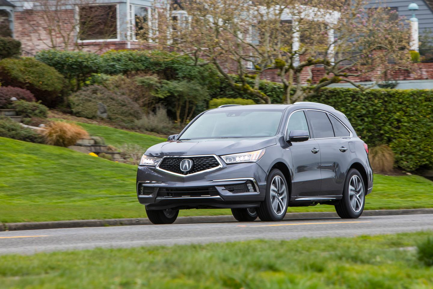 Fuel economy in the 2017 MDX Sport Hybrid is rated at 27 mpg combined (10.5 l/100km). Our week with the MDX hybrid returned less than that on average