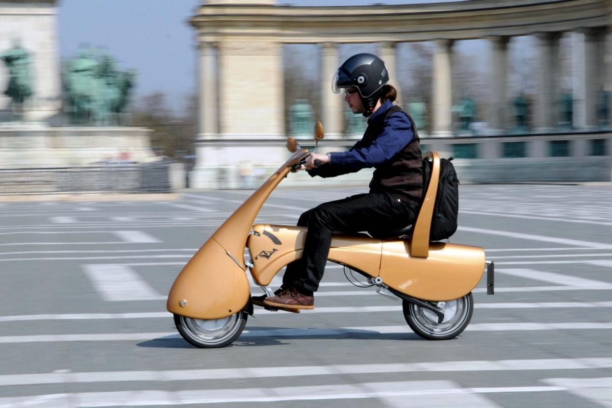 The MOVEO folding electric scooter