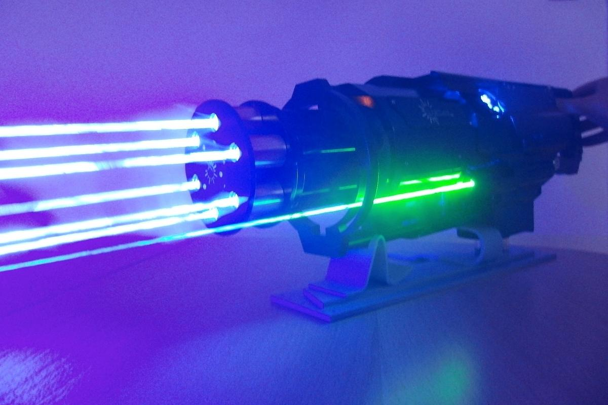 The Laser Gatling Gun features six burning lasers, and one aiming beam