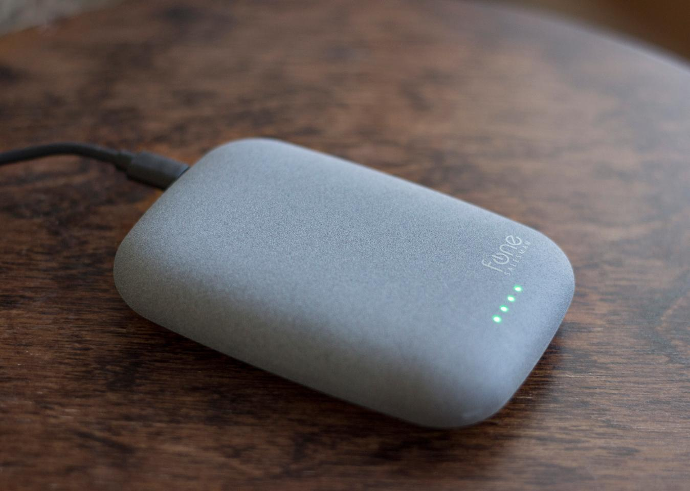 The Fonesalesman Qistone+ Wireless Power Bank (Photo: Will Shanklin/Gizmag.com)