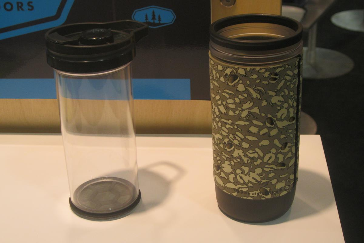The Java Commuter Press uses inner and outer mugs