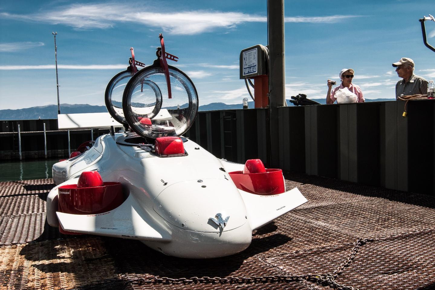 Deepflight Dragon: looks like a Formula One car, drives like a quadcopter