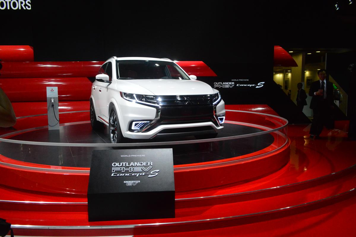 Up front, the Concept-S is sporting wraparound headlamps (Photo: C.C Weiss/Gizmag)