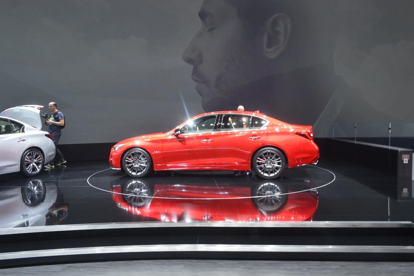 With the new 2018 Infiniti Q50, we get a refreshed exterior, some changes to the trim level lineup, and a continuation of the Red Sport performance model
