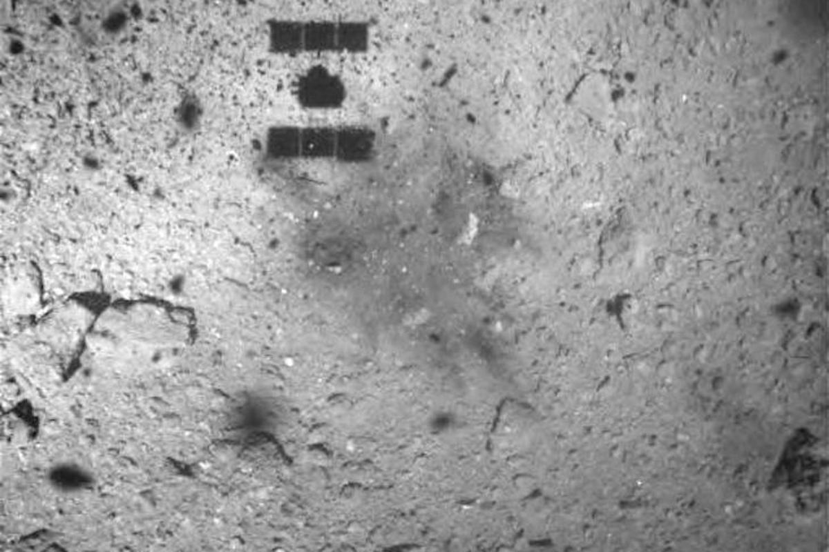 An image captured by the Hayabusa 2 spacecraft shows discoloring on the surface of Ryugu after touchdown