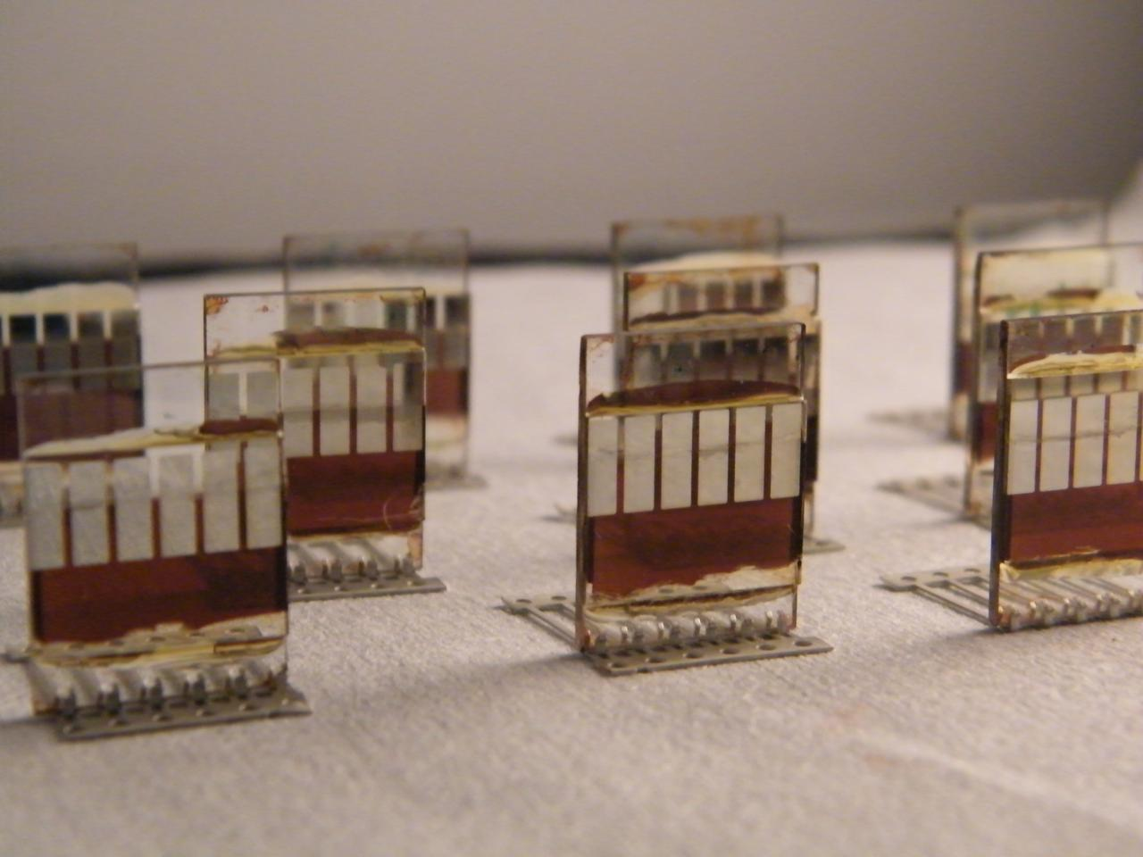 The spray-on perovskite cells reach an efficiency of 11 percent (Photo: Lucy Pickford/University of Sheffield)