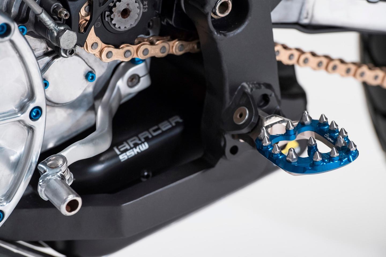 Aero E-Racer: LighTech spiked footpegs