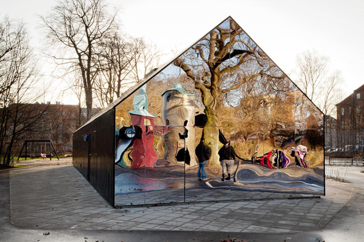 The wall of mirrors featured at the end of the pavilion dramatically reflects the surrounding landscape (Photo: MLRP)