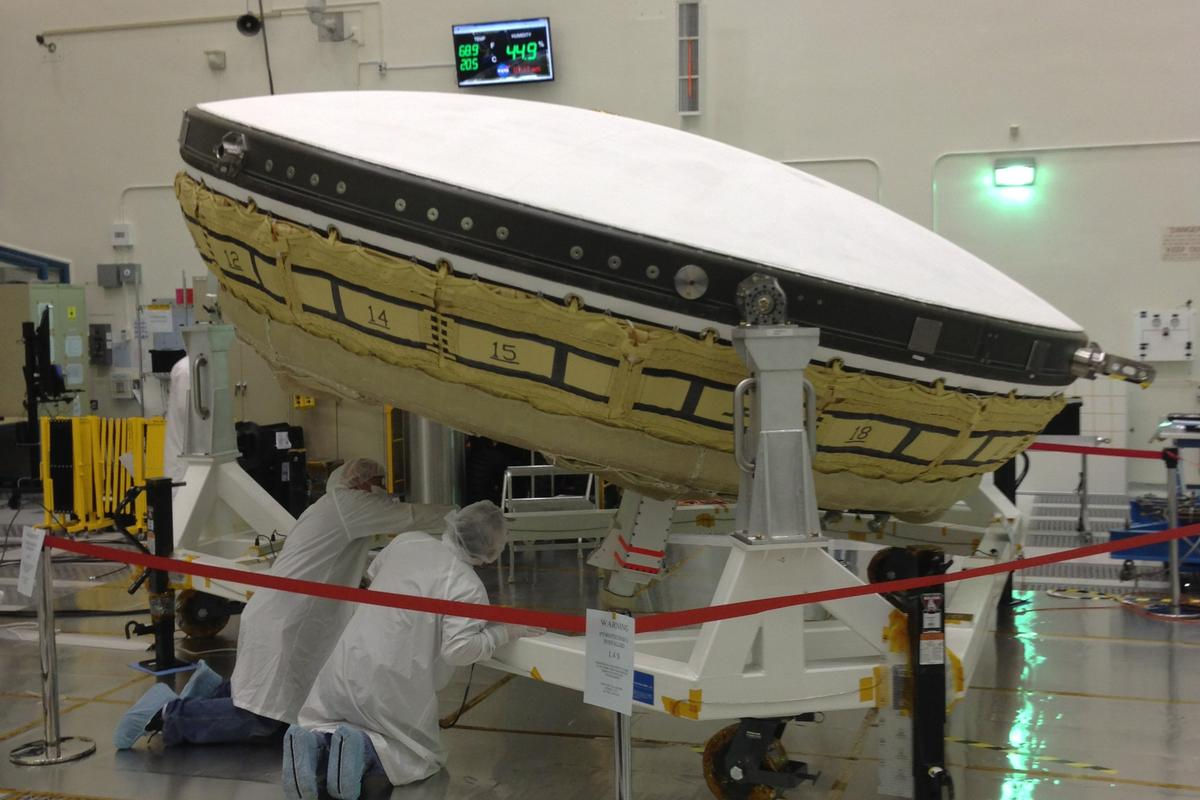 NASA's inflatable flying saucers could help astronauts land bigger and heavier spacecraft on Mars and other planets (Photo: NASA/JPL)