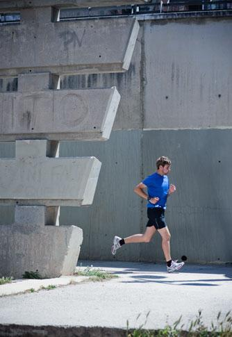 The Forerunner 10 comes in multiple sizes and colors