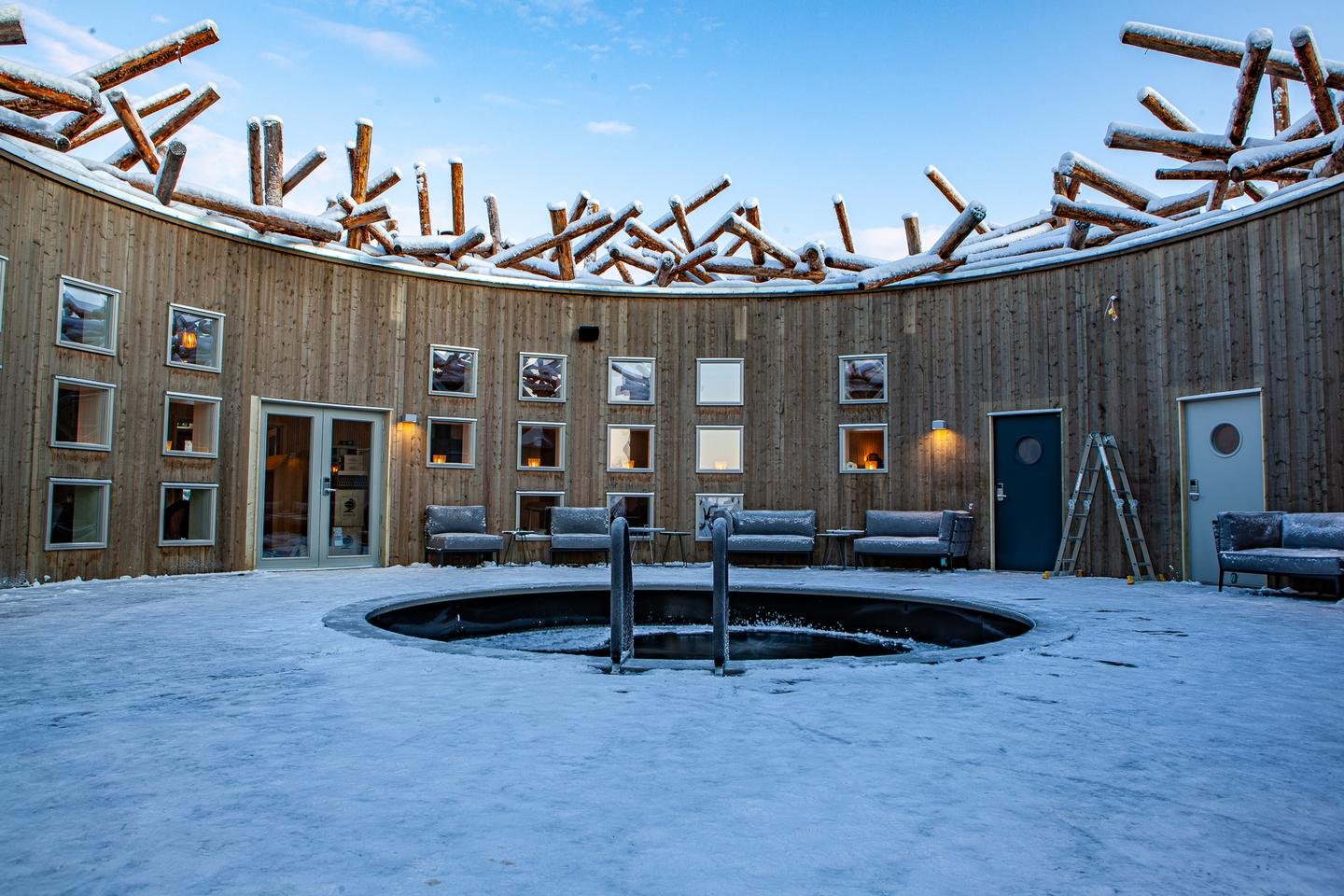 The Arctic Bath contains a plunge pool in its center for hardy types to take a dip in the cold waters