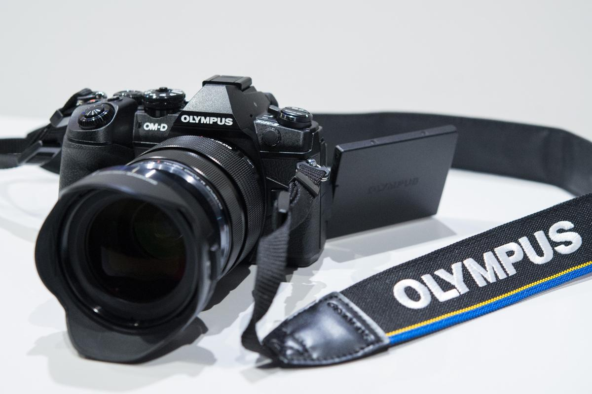 TheOM-D E-M1 MkII offers continuous shooting at 18 fps with autofocus engaged, or 60 fps without
