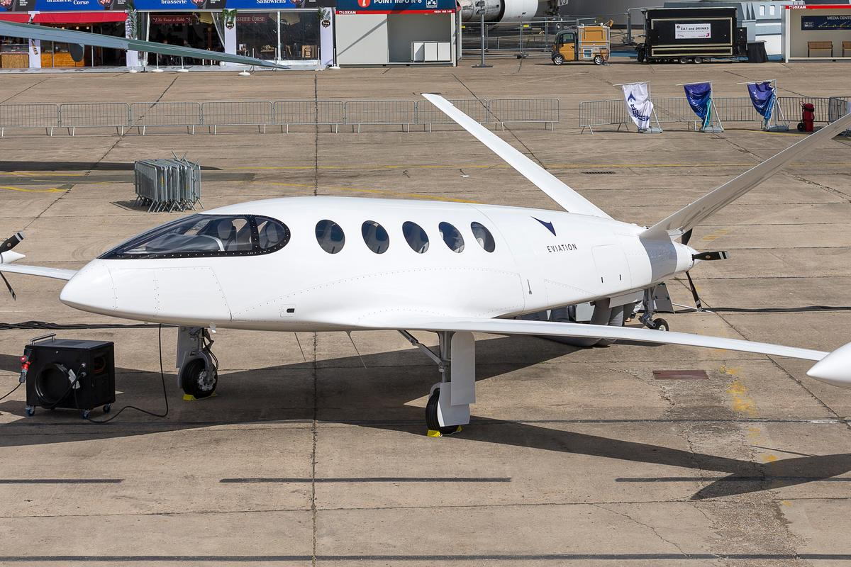 The Alice runs three variable-pitch electric props, two on the wing tips and one at the tail designed to accelerate air around the body and develop extra lift
