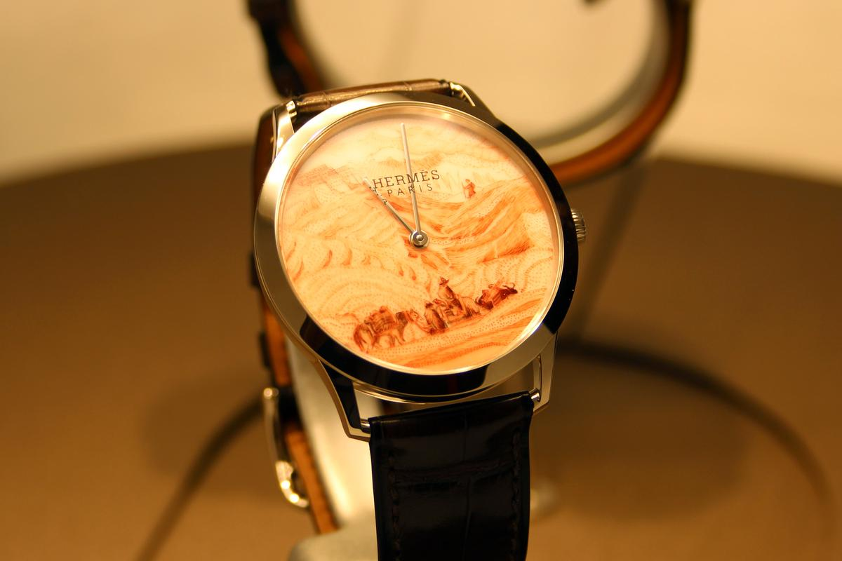 One of two limited edition Aka-e wristwatches from La Montre Hermès (Photo: Chris Wood/Gizmag.com)