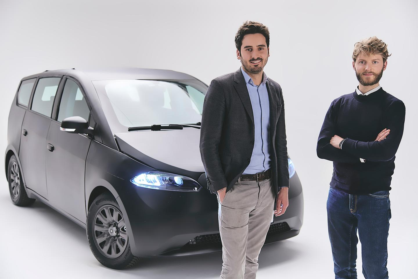 Company founders Laurin Hahn and Jona Christians with the second generation Sion SEV prototype