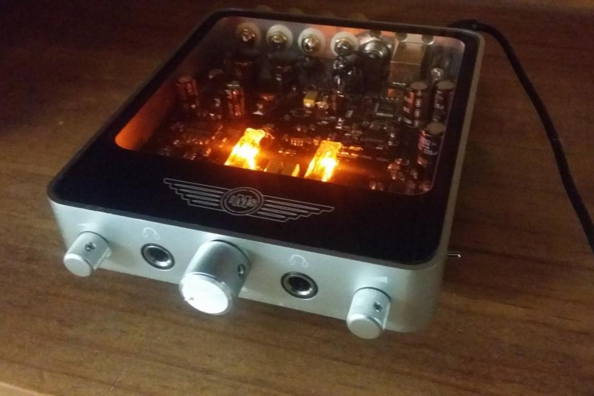 Desktop tube amp promised to sound as good as it looks