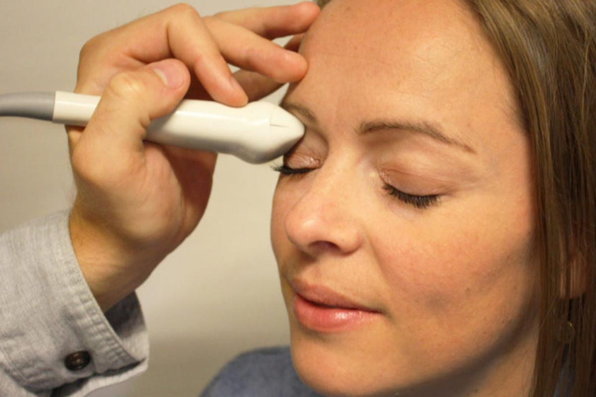 The new device measures intracranial pressure via the eye