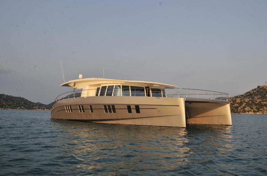 Solarwave 64 Cruiser luxury zero emissionscatamaran