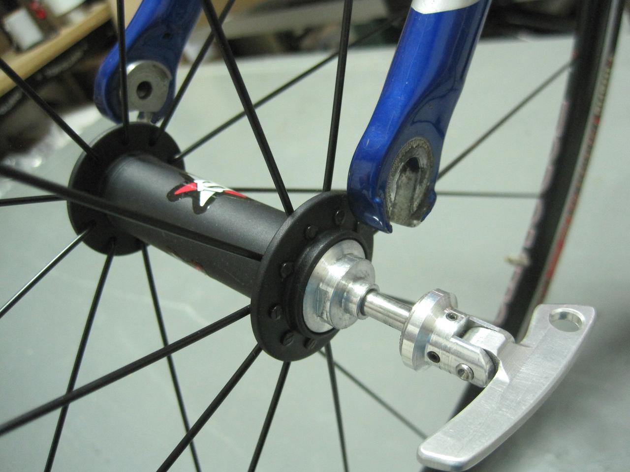 The SPEEDrelease hub works with regular dropouts, equipped with an adapter