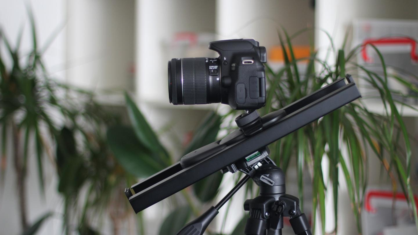 Muwi: a portable, cheap motorized slider capable of moving a DSLR