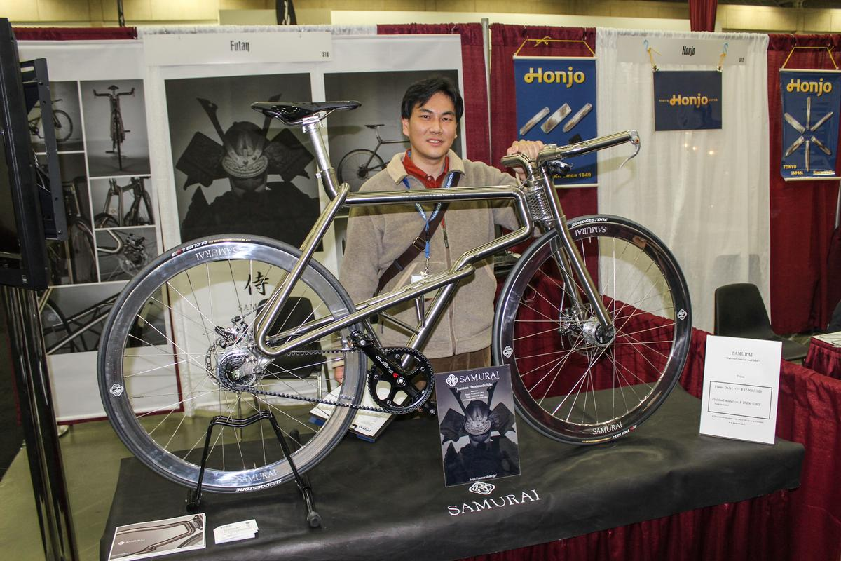 A Futaka rep with the Samurai prototype at NAHBS 2015 (Photo: Ben Coxworth/Gizmag.com)