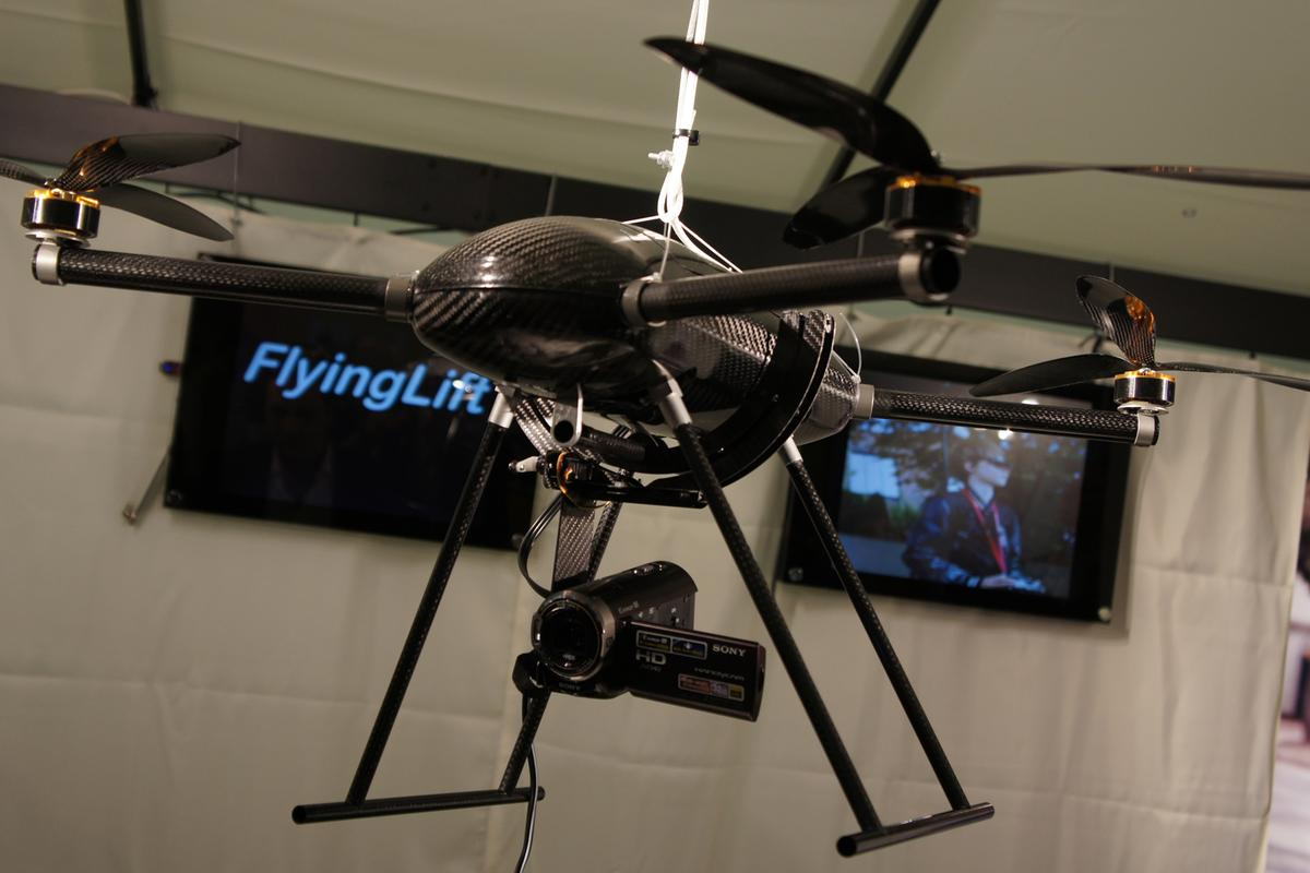FlyingLift quadrocopter can carry camcorders weighing up to 500 g