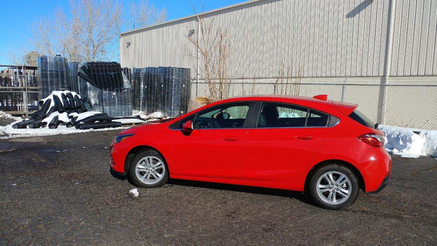 The 2018 Chevrolet Cruze in its hatchback format with the diesel engine achieves 30 mpg in the city