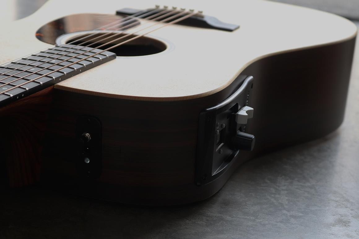 Built-in digital smarts and Bluetooth connectivity give the Hyvibe guitarist more playing options