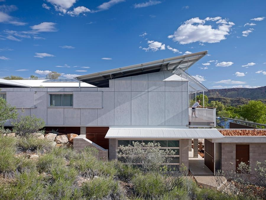 Dunn and Hillam architects has won been honored by the AIA for its Desert House project