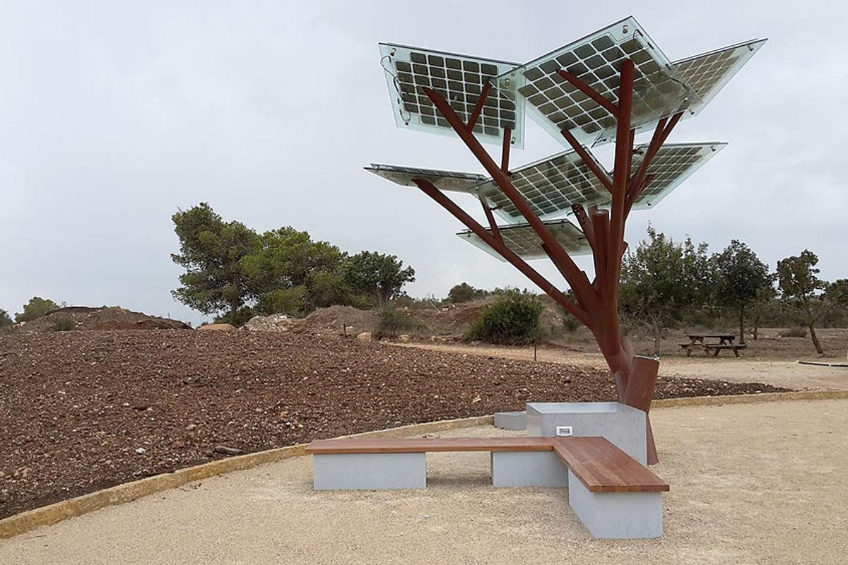 Sologic has recently installed its first eTree in the Ramat Hanadiv nature park, Israel