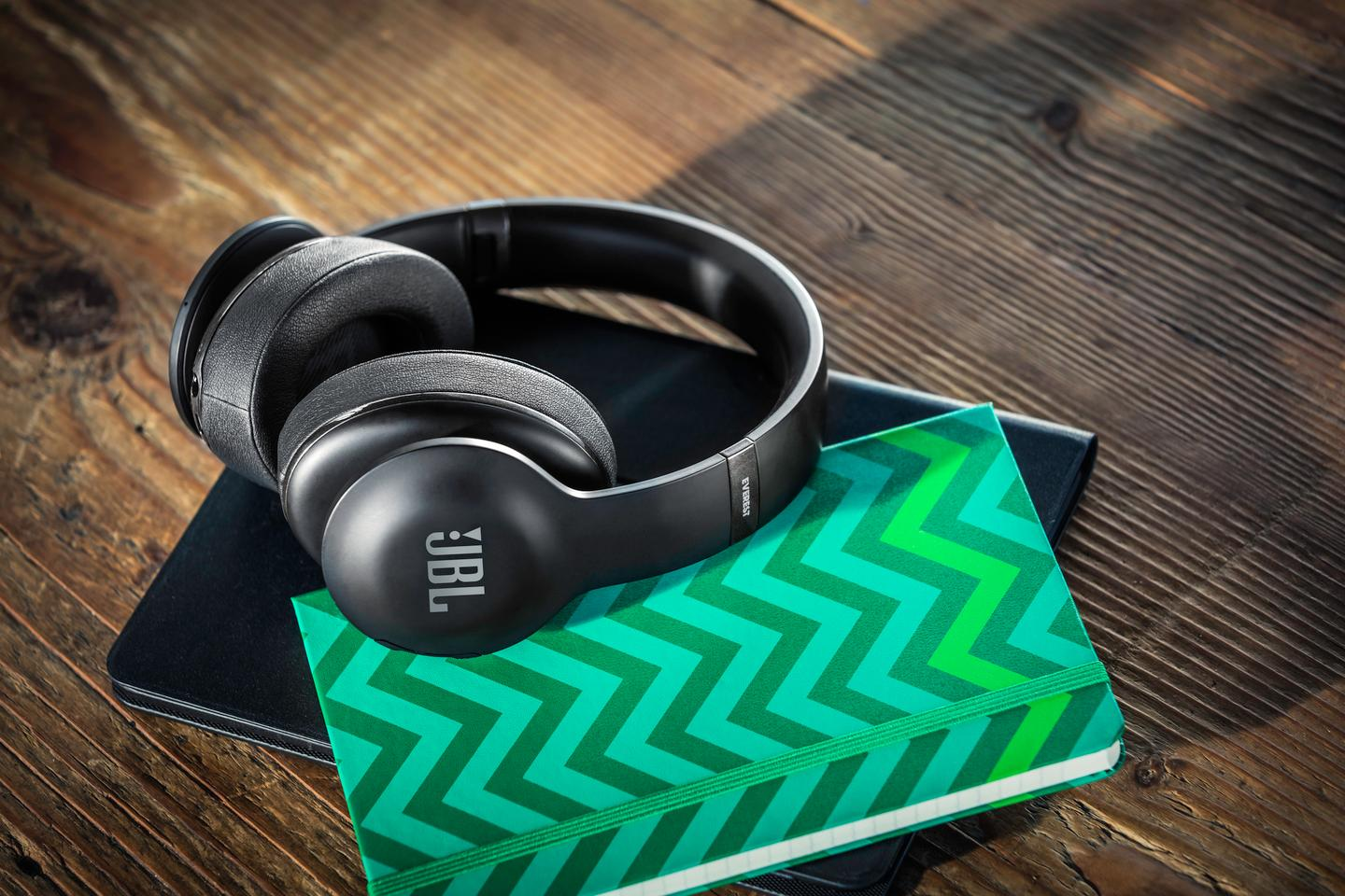 The JBL Everest 700 Elite combine wireless connectivity with advanced audio features