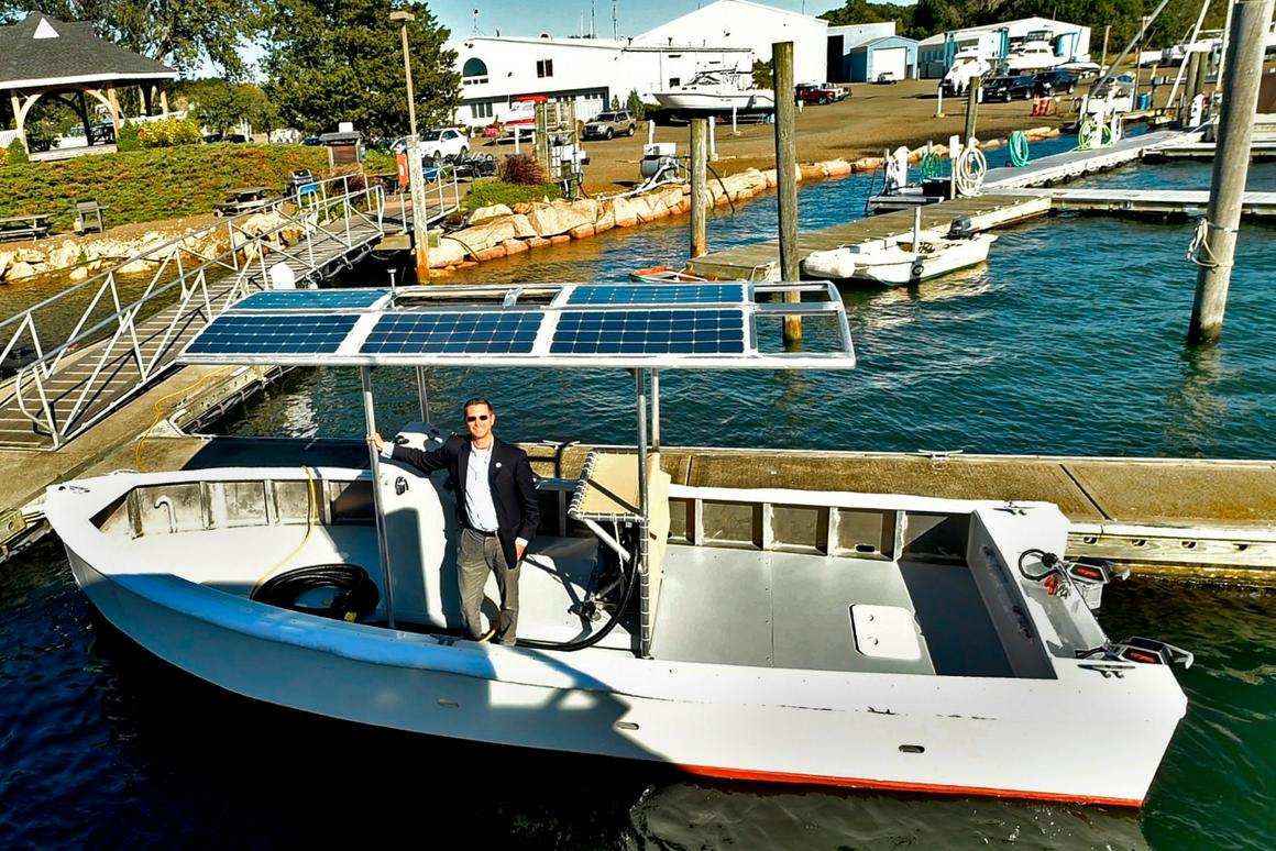 The solar-electric pump-out boat was developed by theEast Shore District Health Department and Yale University's School of Public Health