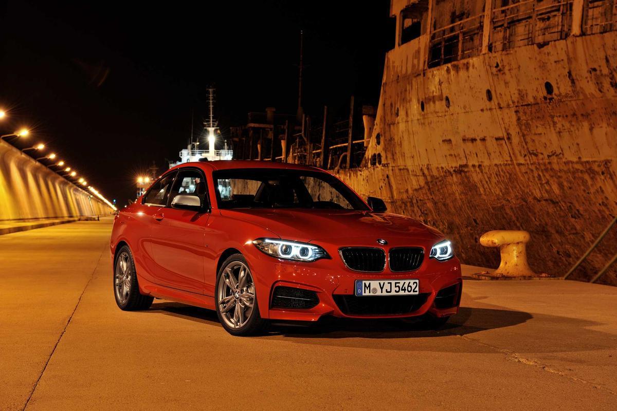 The BMW 2 Series has monoblock headlamps