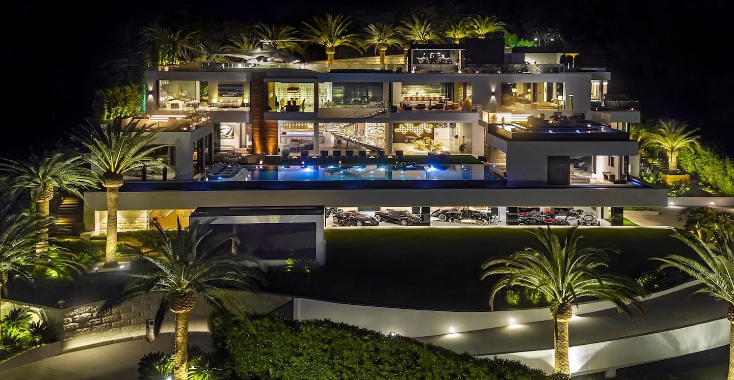 924 Bel Air Road boasts 270-degree unobstructed views of the Los Angeles skyline and surrounding area