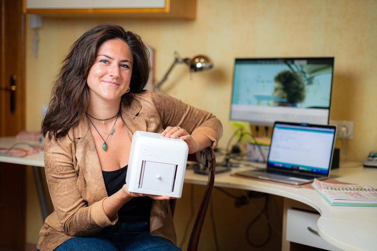 Judit Giró Benet, inventor of the Blue Box, with her creation