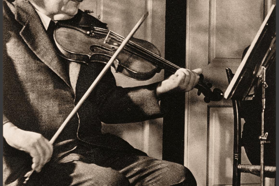 Einstein's violin fetches $516,500 at New York auction
