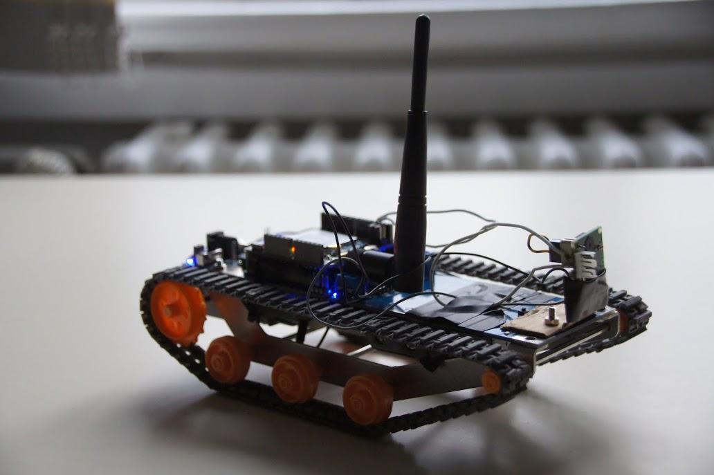 The robot looks like a tank, but thinks like a bee
