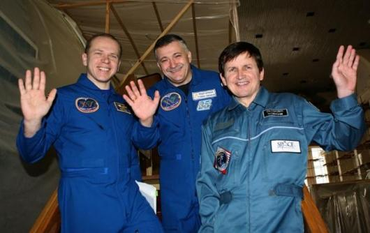 Charles Simonyi (right), the world's 5th private space tourist, aboard the International Space Station.