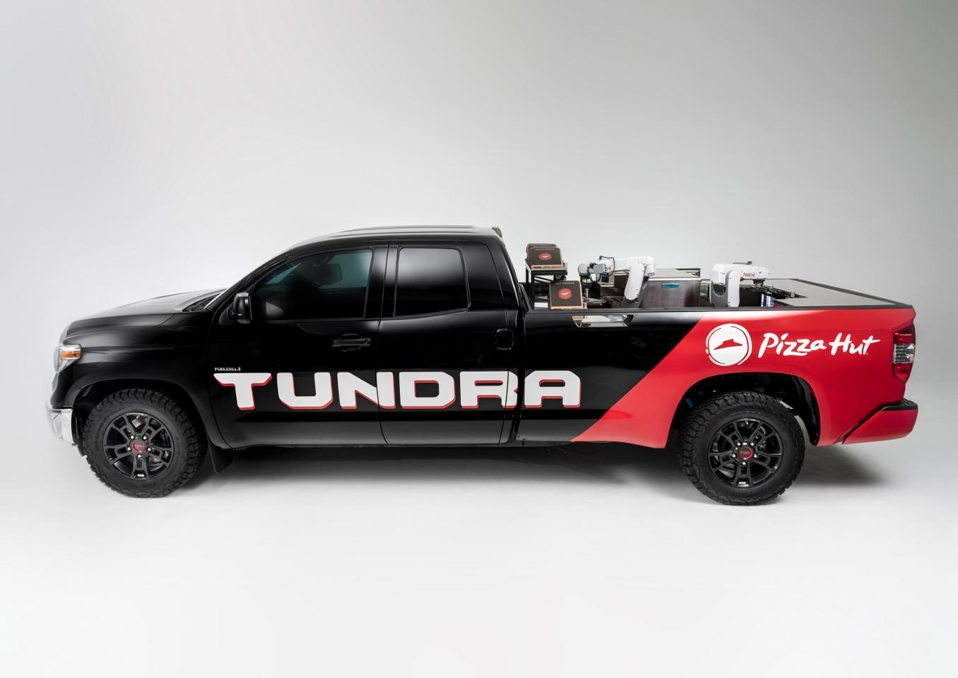 A hydrogen fuel cell powertrain ensures that the only emissions from this Toyota Tundra Pie Pro truck are water vapor and pizza