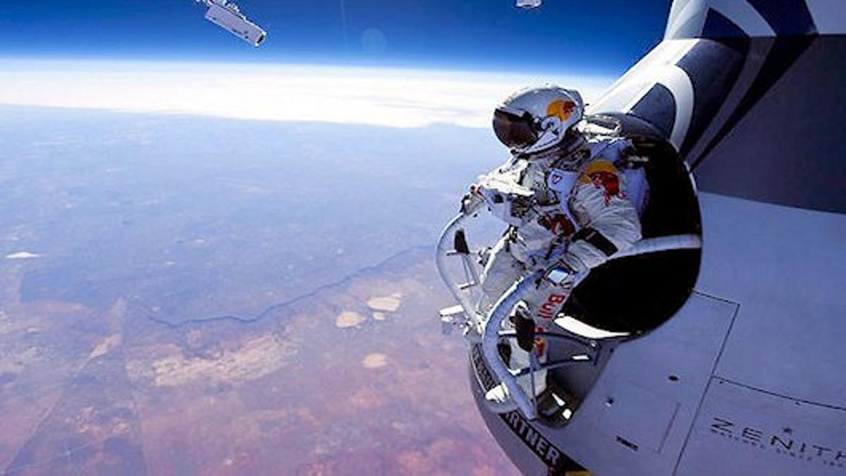 Felix Baumgartner prepares to skydive from an unofficial altitude of 128,097 feet (39 km) (Photo: Red Bull Stratos)