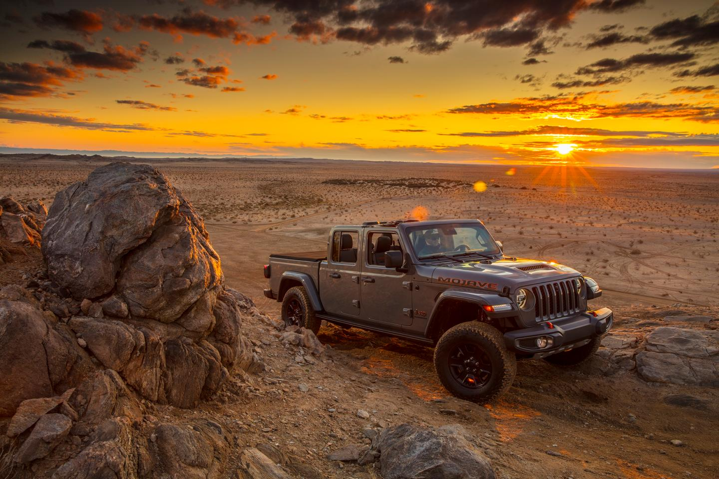 Made for high-speed desert running in both hardpack and sand, the new Jeep Gladiator Mojave gets a new Jeep rating for its capability