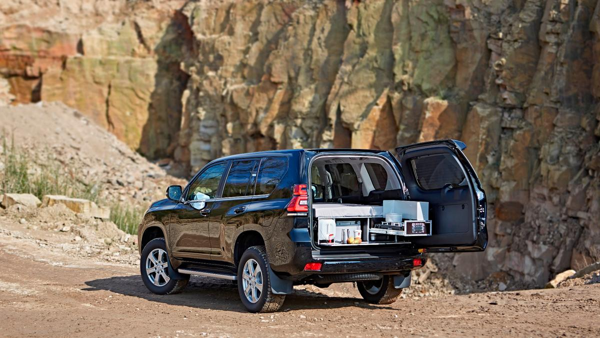 Ququq turns the Toyota Land Cruiser into a functional 4x4 camper