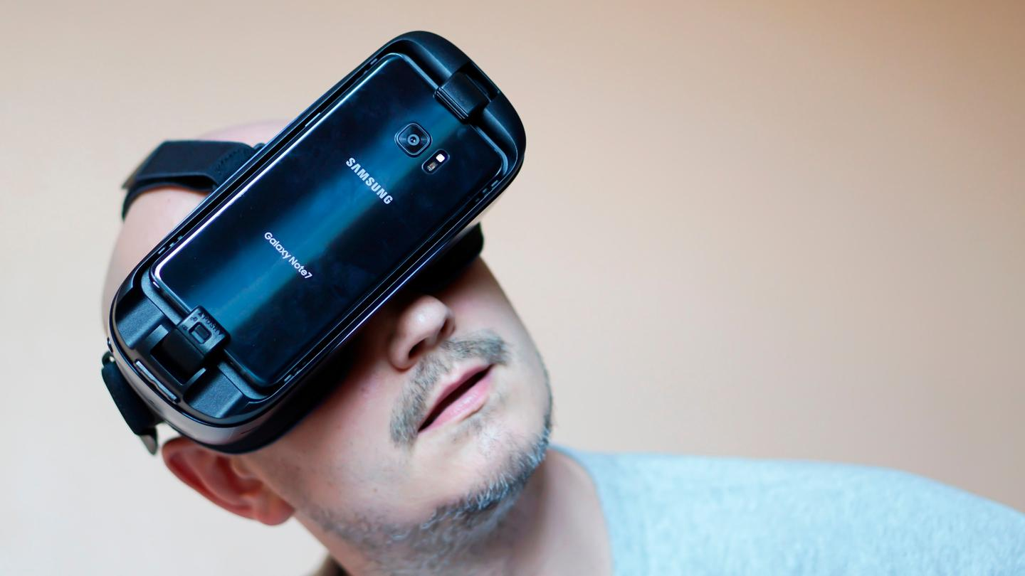 Looking up at something fun with the 2016 Gear VR