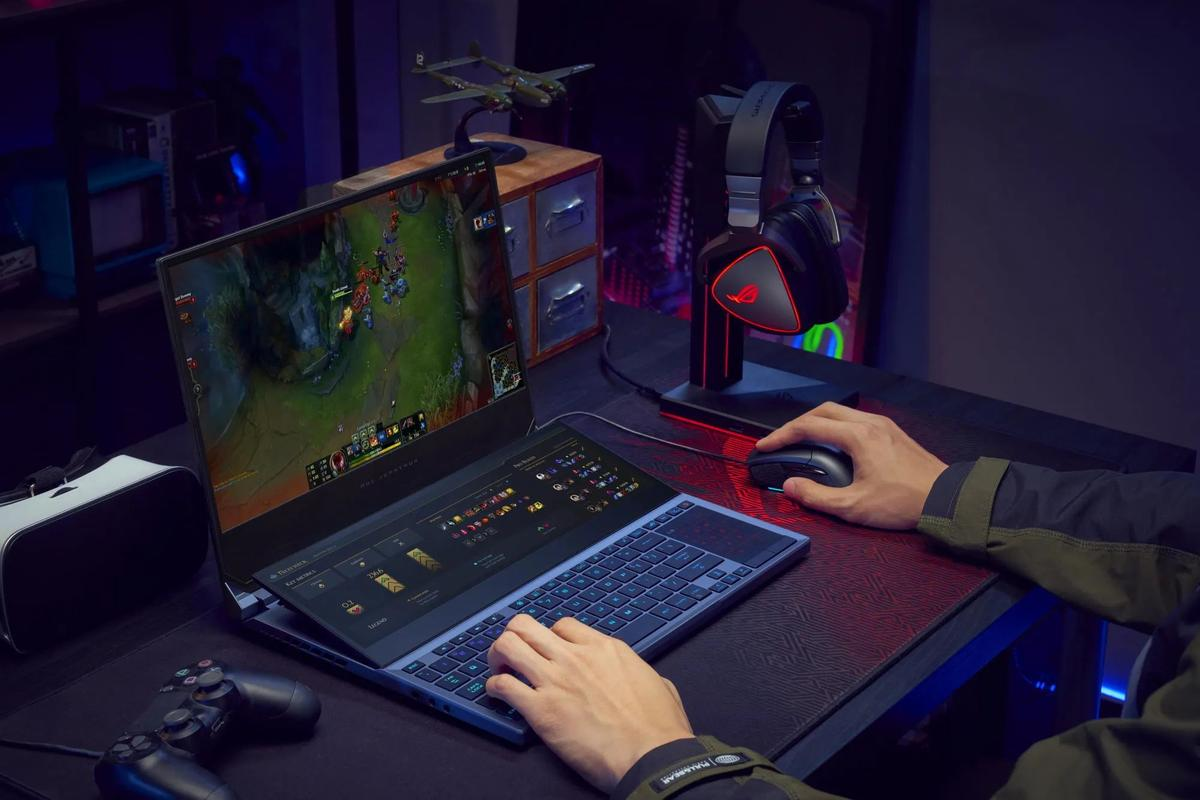 Gamers can choose a fast 1080p display or a slower 4K panel, but either way the second touchscreen has a 60-Hz refresh rate and 3,840 x 1,100 resolution