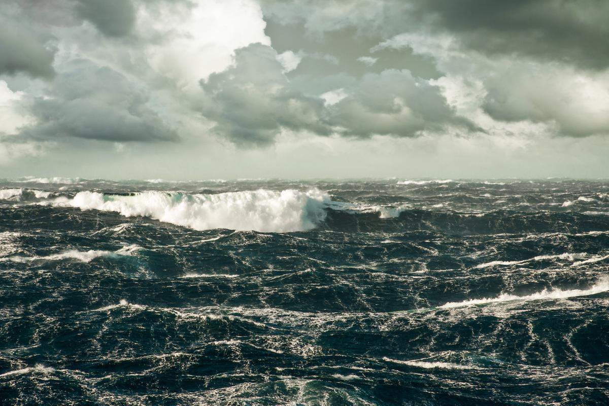 Because acoustic-gravity waves travel much faster than tsunamis, detection of them could serve as an early warning system (Image: Shutterstock)