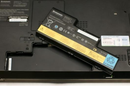 Underside of the ThinkPad W700 shown with 9-cell battery removed.
