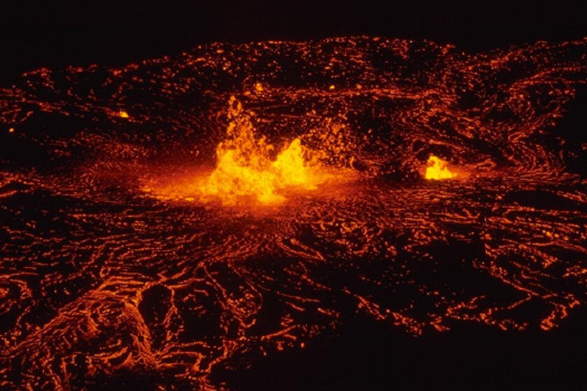Eruption of Kilauea Volcano at Mauna Ulu, February - March 1974 (Image: National Park Service, Photo by D.W. Peterson)