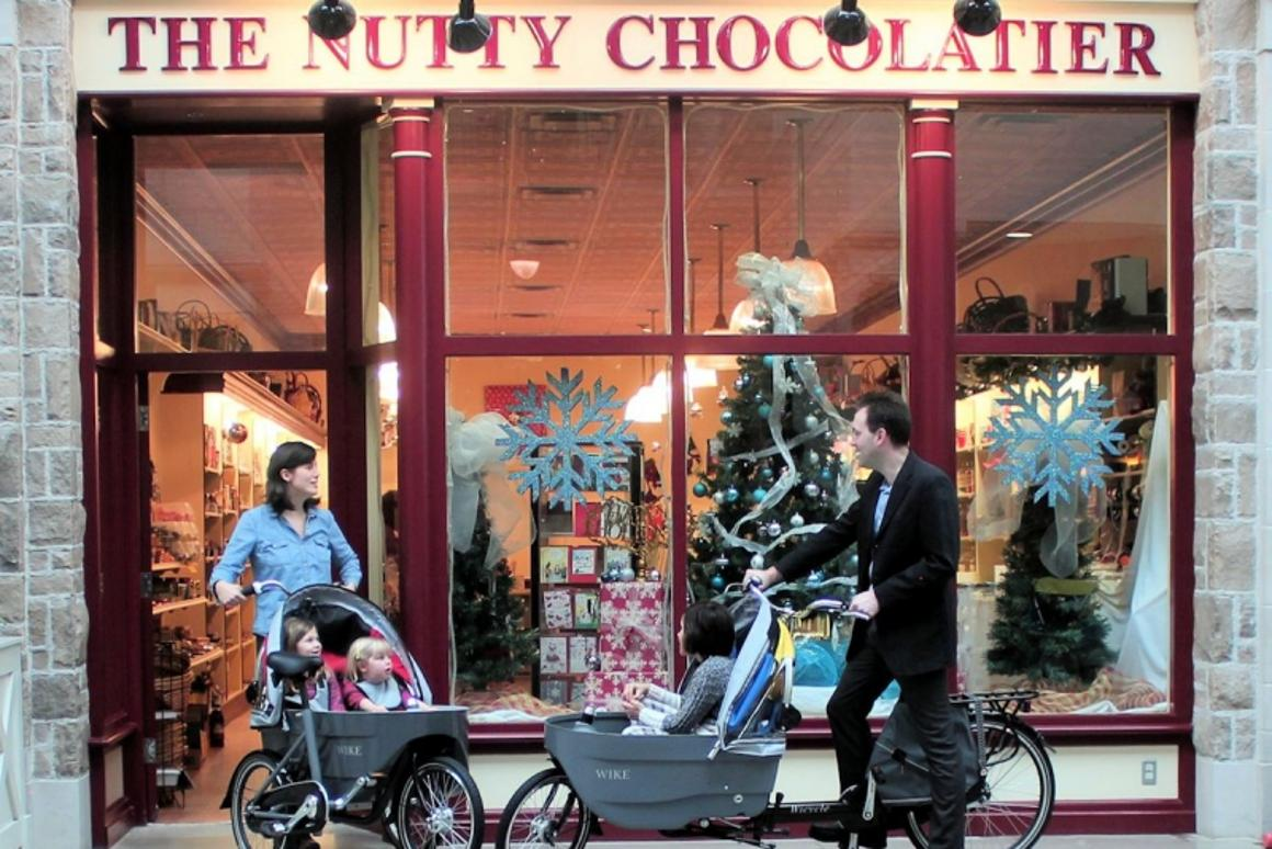 sale retailer 9680e 9a3d6 Baby-carrying bicycle transforms into a stroller in seconds