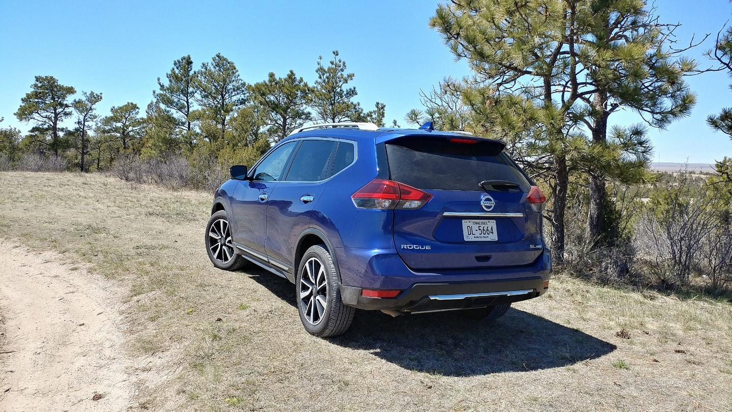 We spent a week in the 2018 Nissan Rogue driving it as an everyday family vehicle and testing its new ProPilot Assist option